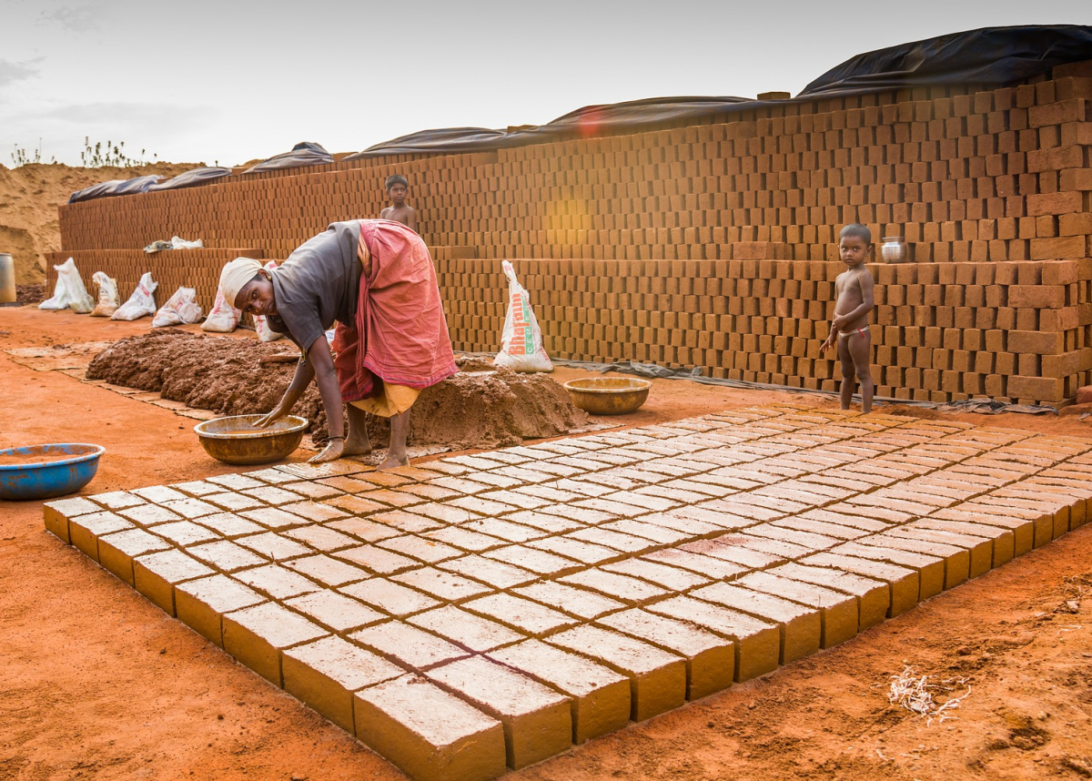 Female brickmaker with child, 2017. Credit Siva Nanthan