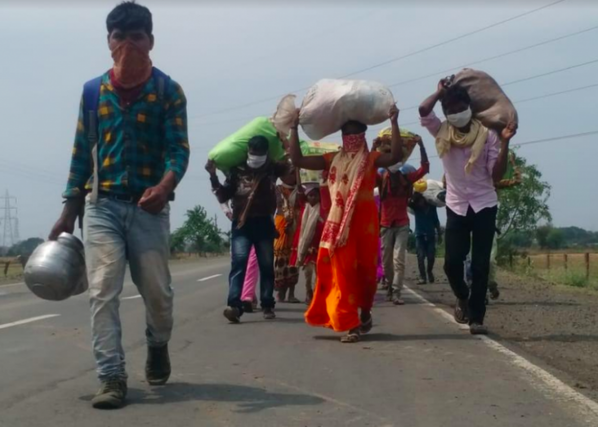 Migrant labourer families make their way back to Madhya Pradesh.